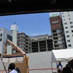 大豊ビル・雨の日商店街 2018・6 名豊ビルは解体中